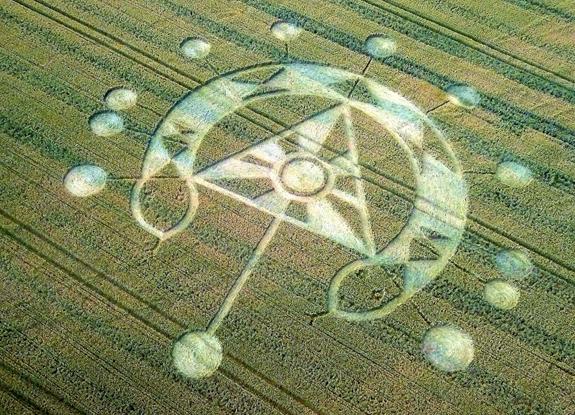 crop circles 2020 - Page 2 UK20200725_A_F